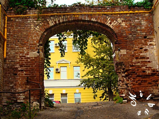 old_town_masonry_arch